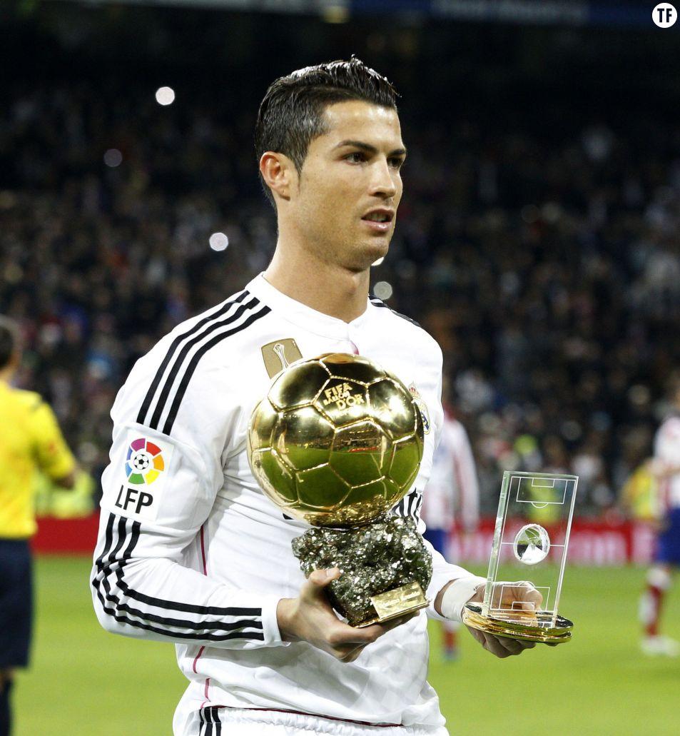 Cristiano Ronaldo fête ses 30 ans le 5 février - Cristiano Ronaldo célèbre son ballon d'or lors des 1/8 ème de la Copa del Rey entre le Real Madrid et l'Atletico de Madrid au stade Santiago Bernabeu le 15 janvier 2015