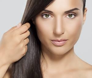 Coiffure : comment bien se lisser les cheveux avec des plaques lissantes (tuto vidéo)