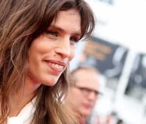 Maïwenn monte les marches à Cannes