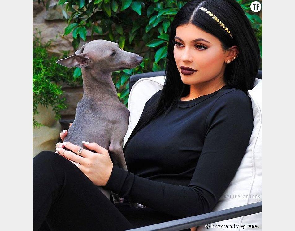 En une seule photo, Kylie Jenner a lancé la tendance du tatouage éphémère pour cheveux sur Instagram !