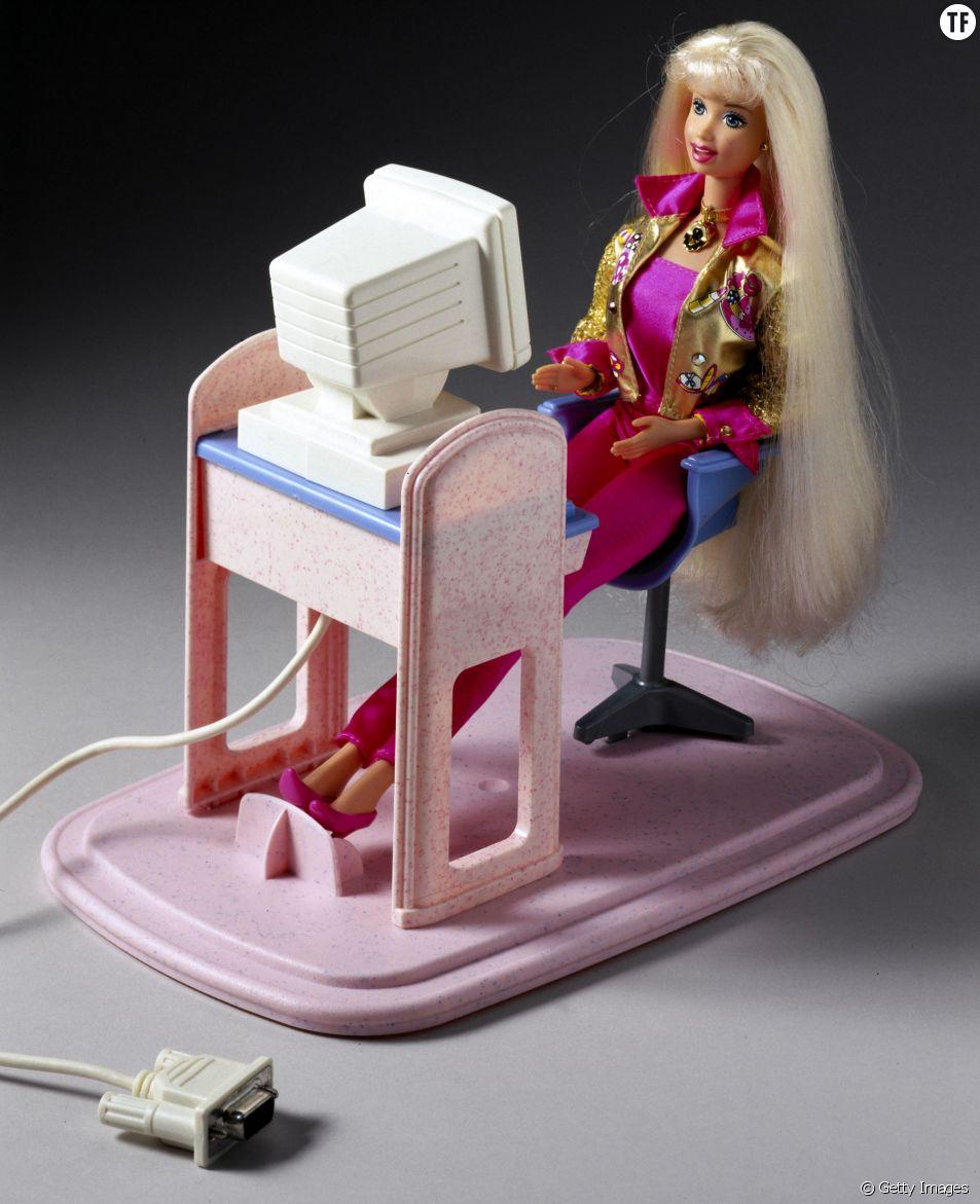 Barbie devant un ordinateur en 1997