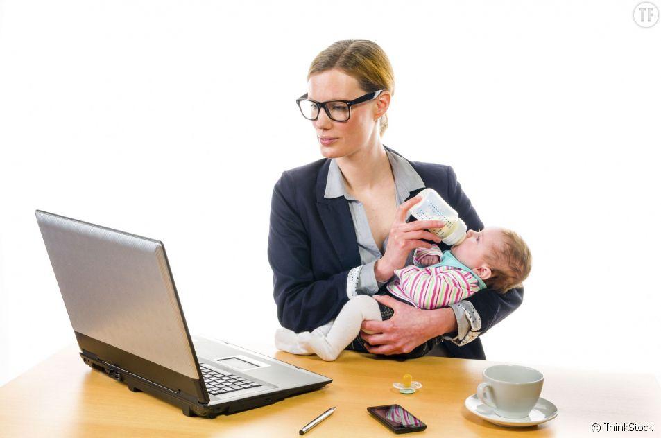 Donner le biberon en faisant autre chose serait mauvais pour le bébé