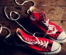 10 idées look pour porter ses Converse avec style