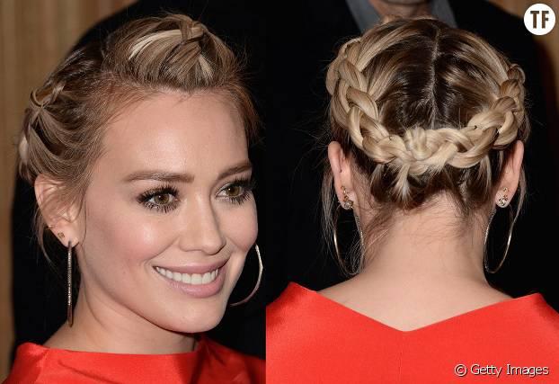 On copie sans hésiter la couronne de tresses et les créoles d'Hilary Duff.