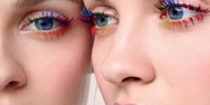 Les cils arc-en-ciel, la folle tendance beauté qui envahit Instagram