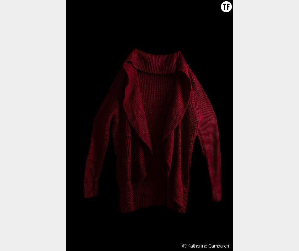 """Photo de la série """"Well, what were you wearing"""" de Katherine Cambareri : les vêtements portés par les victimes le jour de leurs agressions"""