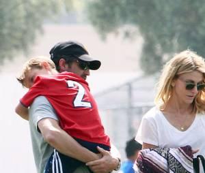 Patrick Dempsey et sa femme Jillian Fink assistent à un match de football de leurs fils Darby et Sullivan à Los Angeles le 20 mars 2016