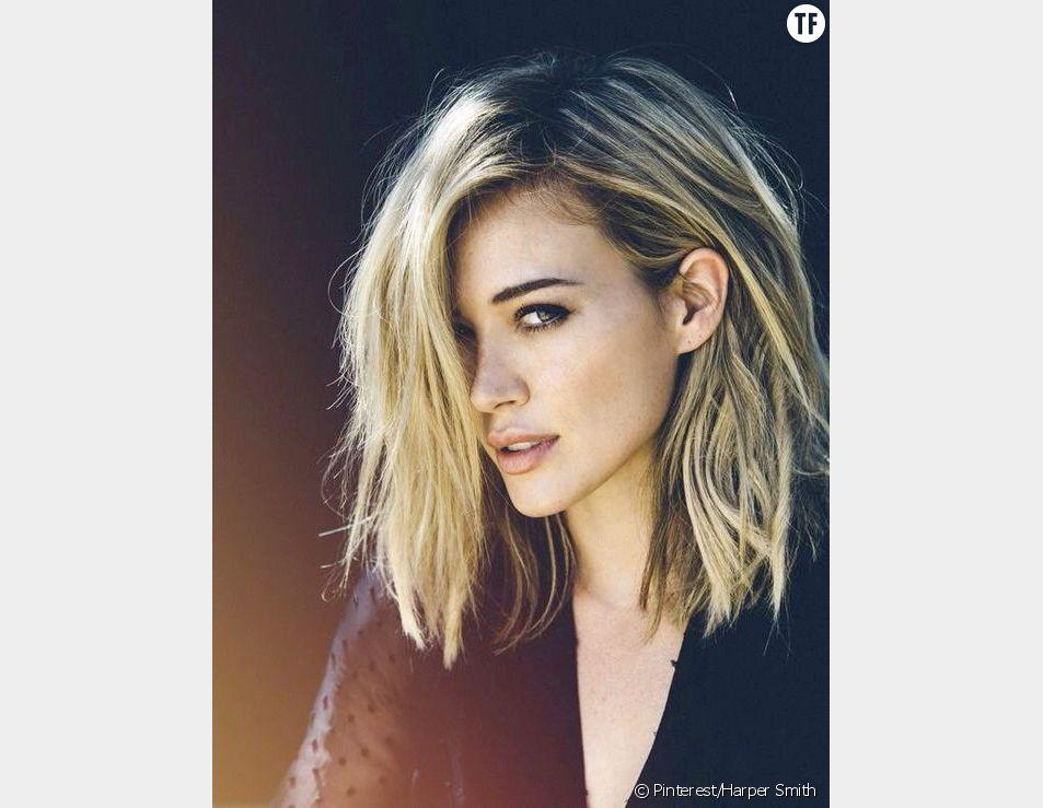 L'actrice et chanteuse Hilary Duff et son carré long et décoloré