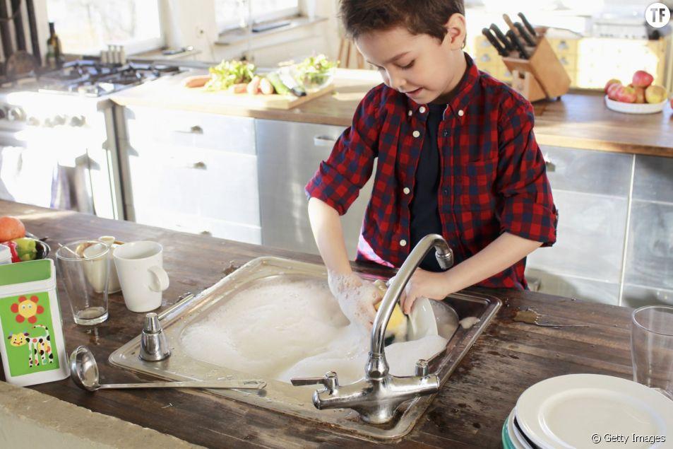 A quel âge l'enfant peut-il aider à la maison ?