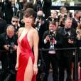 """Bella Hadid - Montée des marches du film """"La fille inconnue"""" lors du 69ème Festival International du Film de Cannes, e 18 mai 2016"""