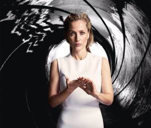 """L'actrice Gillian Anderson bientôt dans le rôle de """"Jane Bond"""" ?"""
