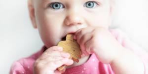 10 techniques efficaces pour soulager les dents de bébé