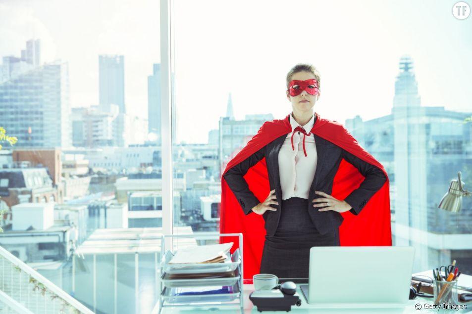 Prendre une pose de Wonder Woman, ne serait-ce que 2 petites minutes, peut significativement vous aider à faire évoluer votre carrière professionnelle.