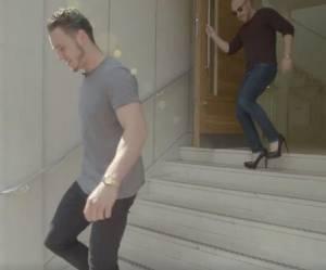 Quand les hommes portent des talons au travail, ça donne ça