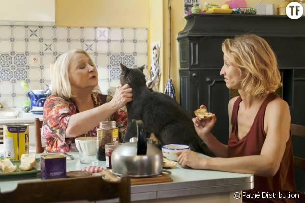 Josiane Balasko et Alexandra Lamy prennent le petit-déjeuner dans Retour chez ma mère