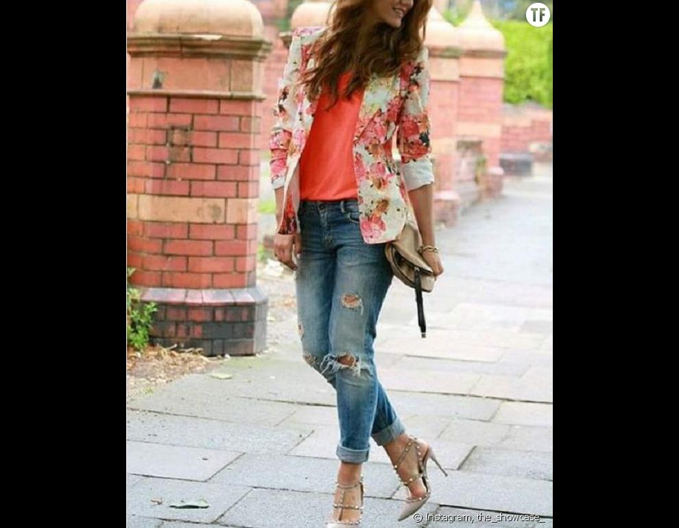 Fabulous jean boyfriend avec des imprimés floraux, une super idée look! WH73