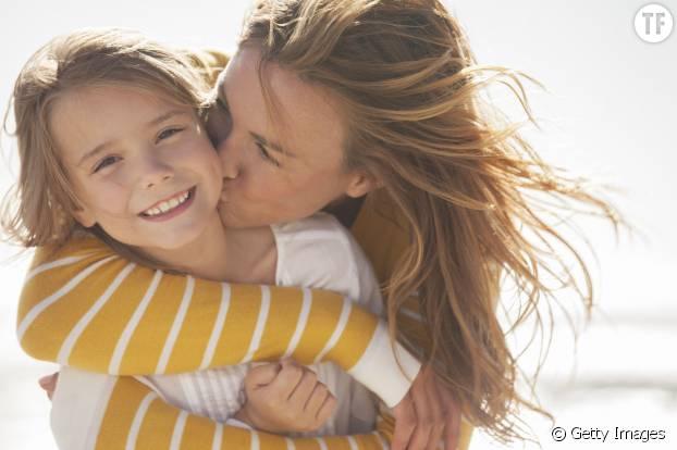 En témoignant votre affection à votre enfant, vous lui apprenez à se soucier des autres et à aimer.