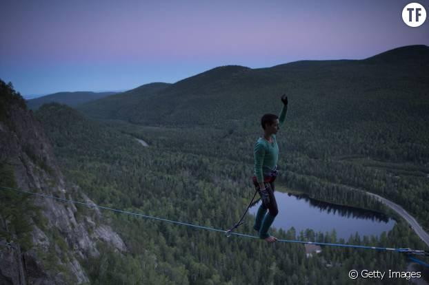 Une magnifique highline (slackline longue, généralement de 200 à 500 m) pour les experts !