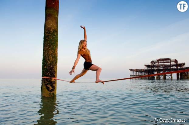 Jouer les équilibristes pour booster son mental : les bienfaits de la slackline