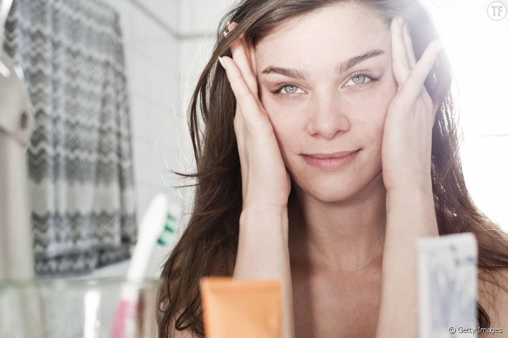 Voici 4 remèdes naturels pour soulager la migraine.