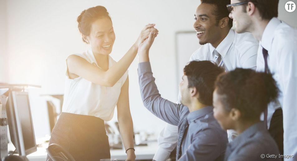 Voici 10 conseils pour devenir la collègue que tout le monde adore au bureau.