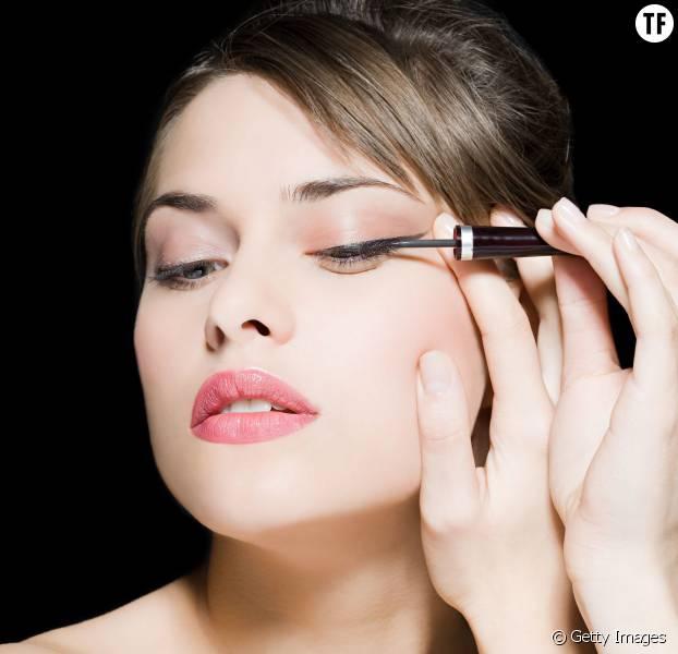 L 39 eyeliner estomp la nouvelle tendance makeup qui - Faire un trait d eye liner ...