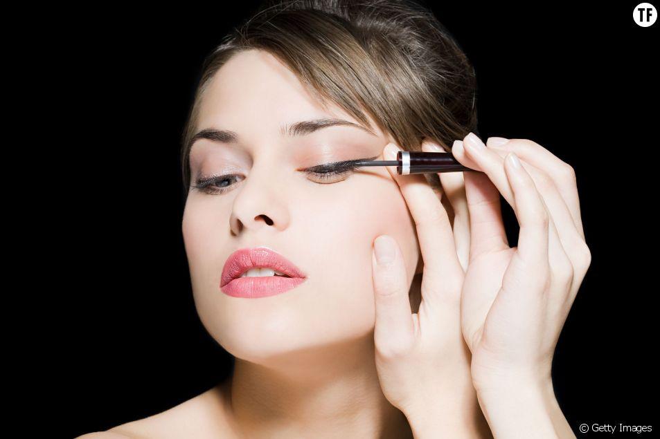 Comment faire un trait d'eyeliner estompé