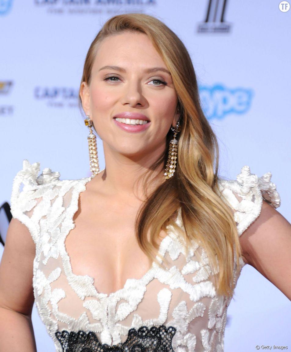 Scarlett Johansson a adopté le nude hair, tendance du printemps.