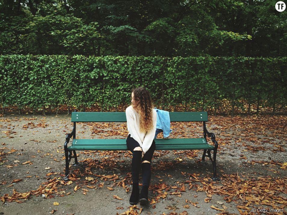 Le benching, c'est quoi cette nouvelle tendance dating ?