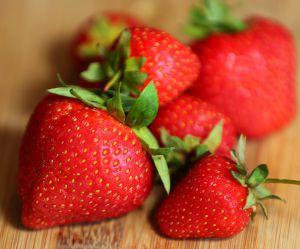 Ne jetez plus vos queues de fraises, elles sont précieuses