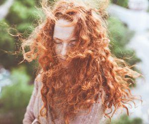 10 astuces indispensables pour les cheveux bouclés