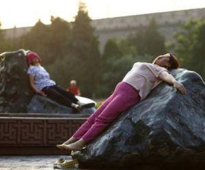 S'allonger sur des rochers : le remède santé qui cartonne en Chine