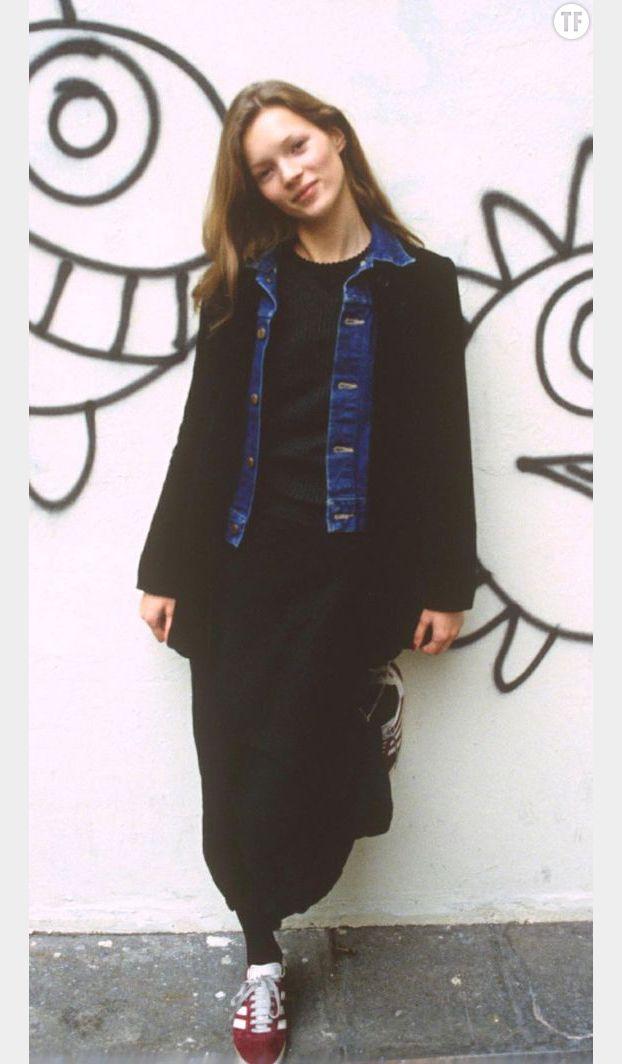 Kate Moss, jeune, portant sa fameuse paire de Gazelle