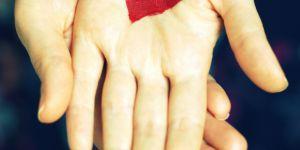 Ce que vos mains révèlent de votre vie amoureuse