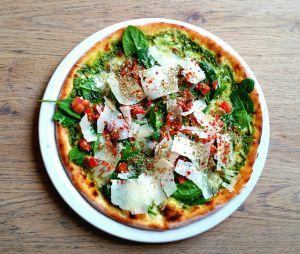 La recette de la pizza à la pâte de chou-fleur dont tout le monde parle