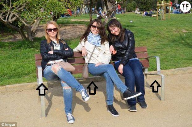 Les trois femmes semblent assises dans le vide !