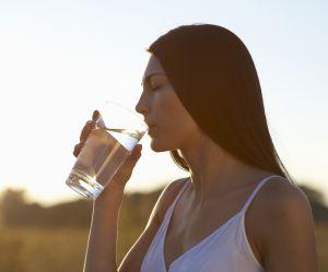 Voici ce qu'il se passe quand vous buvez un verre d'eau à jeun dès le matin