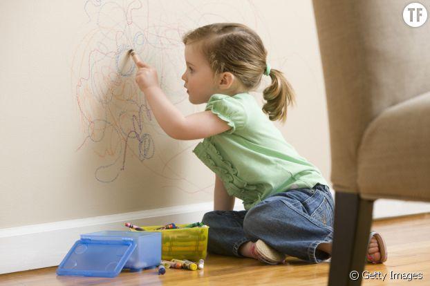 Quand il dessine sur les murs par exemple