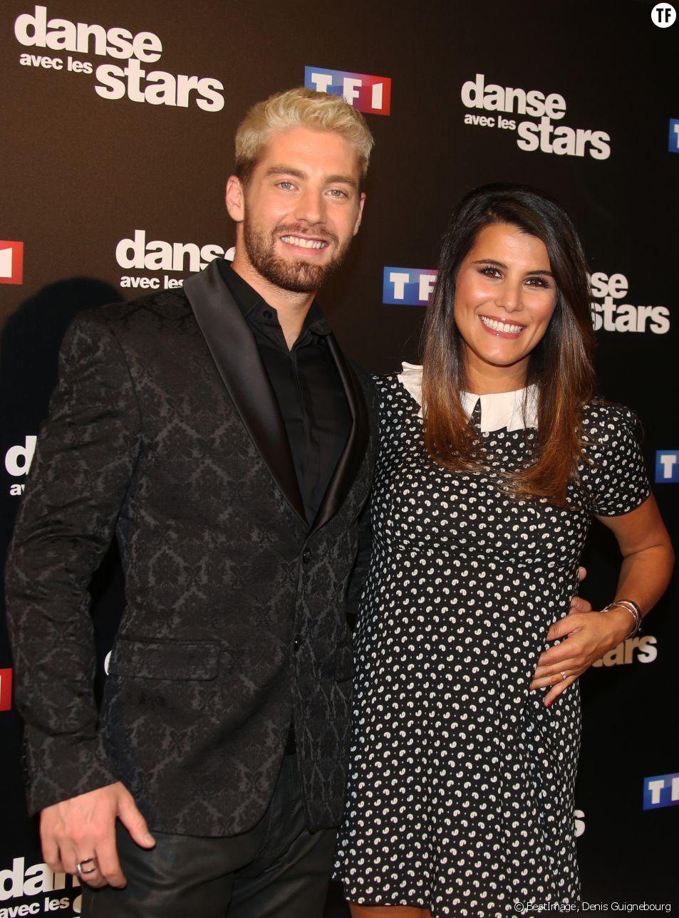 Karine Ferri et Yann-Alrick Mortreuil au photocall de l'émission Danse Avec Les Stars saison 7, le 28 septembre 2016.