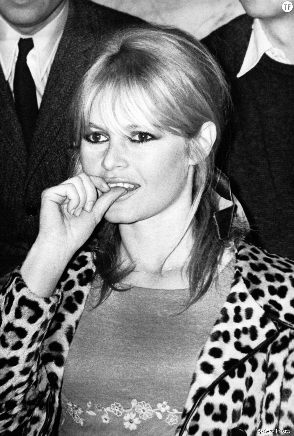 02185c24b20 Conseils look pour porter l imprimé léopard. Ici l actrice Brigitte Bardot  portant