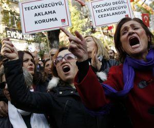 Turquie : l'écoeurante proposition de loi légitimant l'agression sexuelle sur mineur