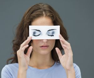 Comment effacer ses émotions négatives en bougeant ses yeux