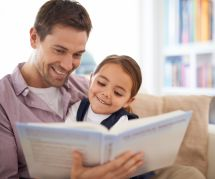 Pourquoi les papas devraient absolument lire des histoires à leur enfant