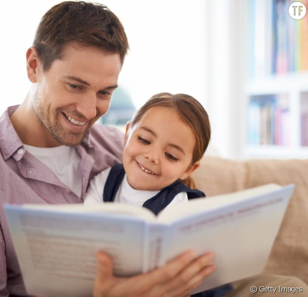 Pourquoi les papas doivent lire des histoires à leurs enfants