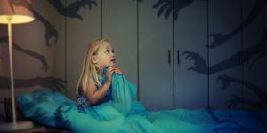 Mon enfant a peur du noir : 3 astuces très efficaces pour le rassurer