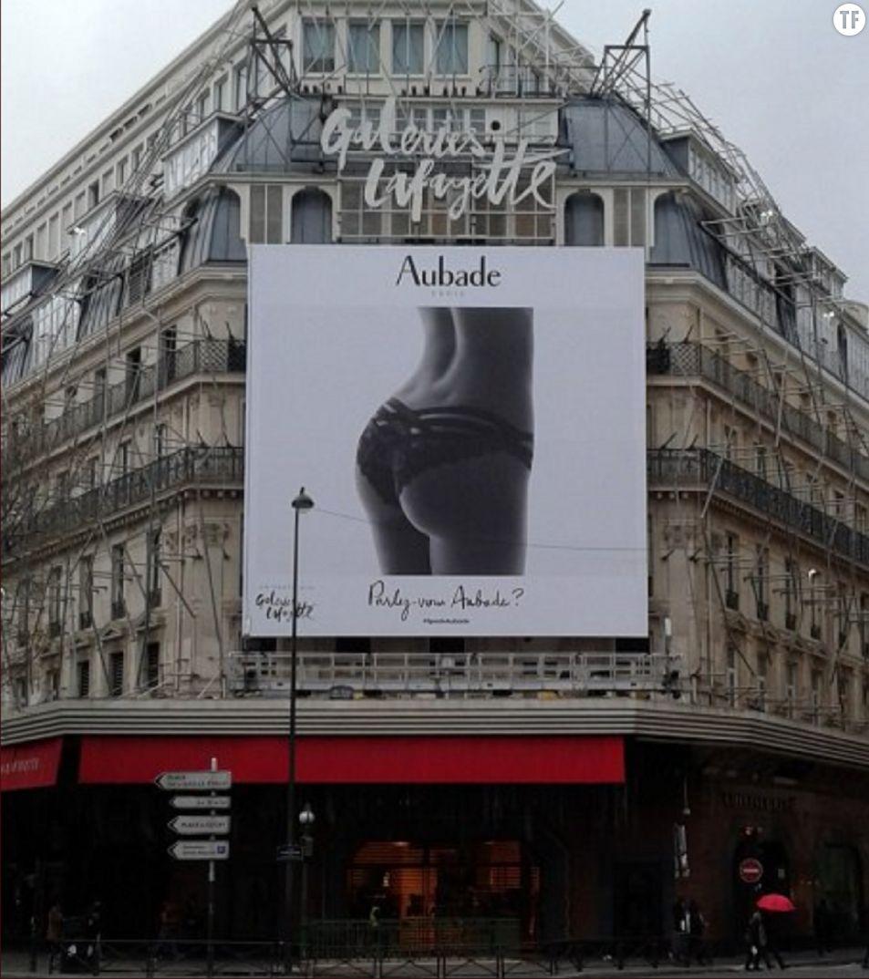 Publicité Aubade sur la façade des Galeries Lafayette