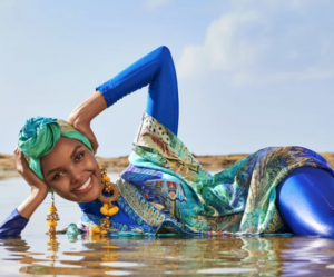 "Une mannequin en burkini et hijab en couverture de ""Sports Illustrated"""