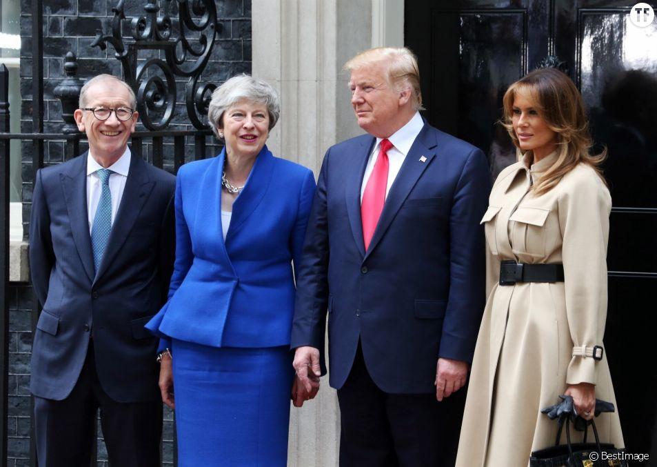 Pourquoi le cadeau de Theresa May à Melania Trump a été jugé sexiste par des politiciennes