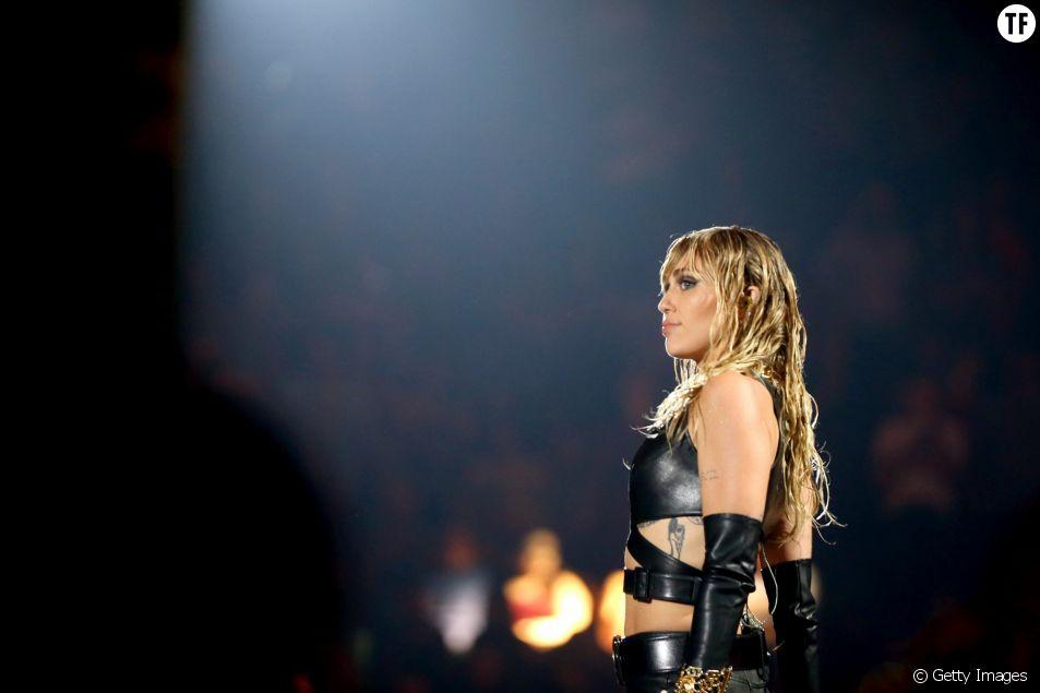 """La """"queen"""" Miley Cyrus (toujours) victime de slut shaming."""