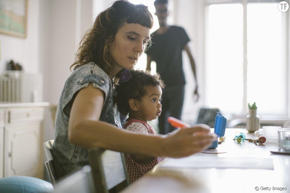 Avoir un enfant diminue le salaire des femmes (et augmente celui des hommes)